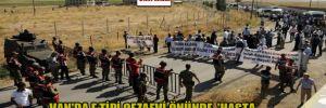 Van'da F tipi cezaevi önünde, 'Hasta tutuklular serbest bırakılsın açıklaması'