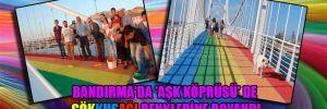 Bandırma'da 'Aşk Köprüsü' de gökkuşağı renklerine boyandı
