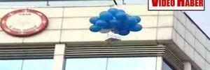 Kılıçdaroğlu'nun Uşak mitinginde, ayakkabı kutularına balon bağlayarak uçurdular