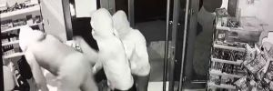 Maskeli 5 hırsız 1.5 dakikada 30 bin liralık sigara çaldı