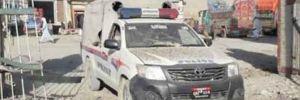 Pakistan'da polis aracına bombalı saldırı!