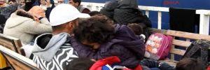 Botları su alan Suriyeli kaçaklar son anda kurtarıldı