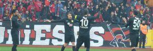 Eskişehirsporlu futbolculardan 1 dakikalık protesto