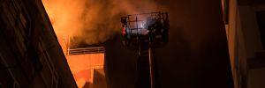 Şişli'de 5 katlı binanın çatısında yangın
