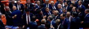 Meclis'te 'dönek-hırsız' kavgası