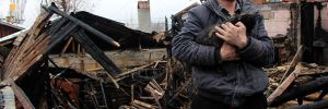Evleri yandı,'Kedilerimiz evsiz kaldı' diyerek gözyaşı döktü