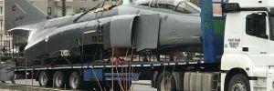 Kızılcahamam'a TIR'la F-4 savaş uçağı getirildi