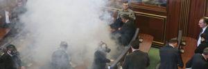 Kosova Meclisine gaz bombası atıldı