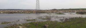 Yağmur suyunun oluşturduğu gölette boğulma tehlikesi geçirdi