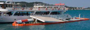 Ayvalık'ta limanda demirli gezi teknesi battı