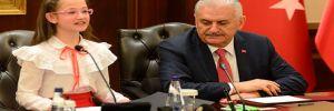 Başbakan'ın koltuğuna oturan Esma: Halk, en doğru olanı seçecektir