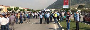 Manisa'da otomobil işçilere çarptı: 3 ölü