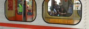 Metronun önüne atlayarak intihar etti