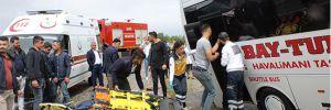 Havaalanı servis midibüsü devrildi: 2 yaralı