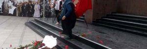 Çelenkleri parçalayan kadın adli kontrolle serbest