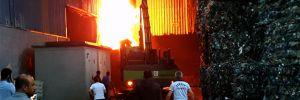 Geri dönüşüm fabrikasında çıkan yangın, korkuttu