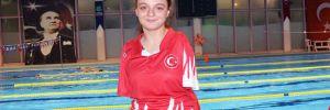 Milli yüzücü Sümeyye Boyacı'dan altın madalya!
