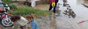 Çadırları sel bastı, çocuklar son anda kurtarıldı