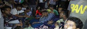 Hindistan'da tren festival izleyen kalabalığa daldı: En az 50 ölü