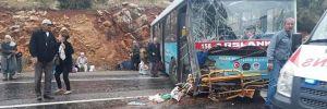 Belediye otobüsü yoldan çıkarak kayalıklara çarptı: 20 yaralı