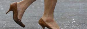 Dinen caiz değilmiş: Öğretmenlere topuklu ayakkabı yasağı
