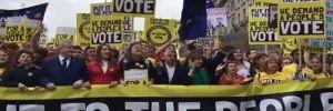 Yeni bir Brexit referandumu isteyen yüz binlerce kişi Londra'da sokağa çıktı