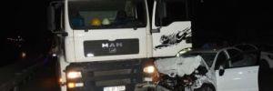 İzmir'de TIR ile çarpışan otomobilin sürücüsü öldü