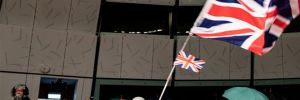 Hong Kong'da İngiliz yanlısı gösteriler: Polis çok sayıda silah ve patlayıcı madde buldu