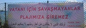 'Vatanı için savaşmayanlar plajımıza giremez' yazılı pankart kaldırıldı