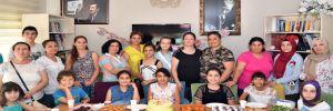 Çukurova Belediyesi 'Kadın Sohbet Evi'nde doğum günü kutlaması!