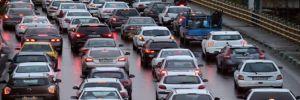 İran'da protestolar: Benzin zammı sonrası gösteriler yayılıyor, protestocular birçok yolu trafiğe kapattı