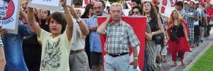 AKP önüne fidan diktiler