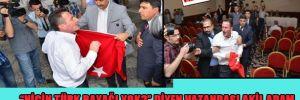 """""""Niçin Türk Bayrağı yok?"""" diyen vatandaşı akil adam Tarhan Erdem salondan çıkarttı"""