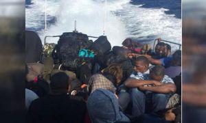 Lastik botta 41 kaçak göçmen yakalandı