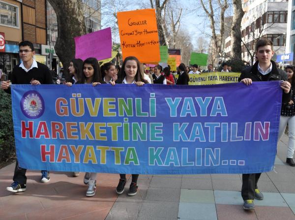 Liselilerden trafikte gençlik hareketi projesi