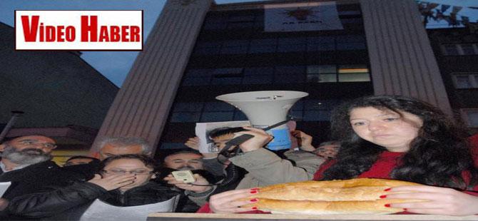 Kayseri'de AKP İl Binasına somun ekmek bıraktılar