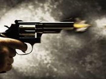 Evi terk eden eşini, başına tabanca dayayıp tehdit etti