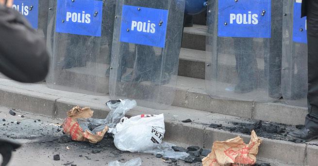 Maden protestosuna polise kömür attılar