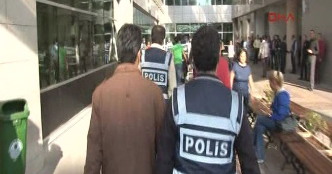 Gözaltındaki 18 polis adliyeye sevk edildi