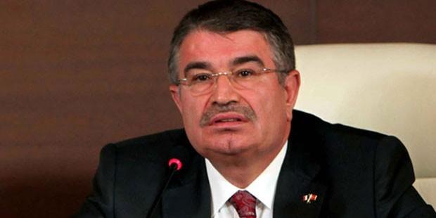 İdris Naim Şahin yeni parti için dilekçeyi veriyor