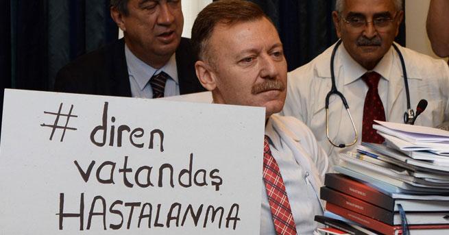 Komisyon'da 'Diren vatandaş hastalanma' pankartlı protesto