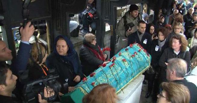 Deniz Gezmiş'in annesi son yolculuğuna uğurlandı