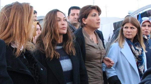 Hülya Avşar Kobanili kadınlarla görüştü