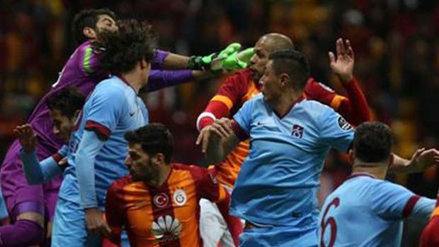 Galatasaraylı taraftarlar, Prandelli'yi istifaya çağırdı