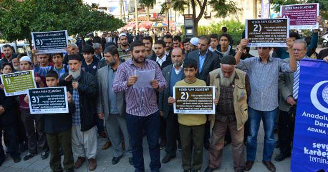 Adana'da Papa protestosu