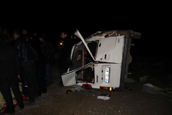Öğretmenleri taşıyan minibüs şarampole yuvarlandı: 11 yaralı