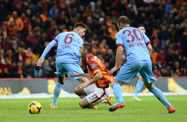 Galatasaray, Trabzonspor'a 3-0 yenildi