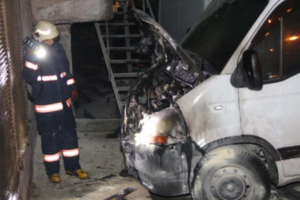 Beyoğlu'nda 5 araç kundaklandı