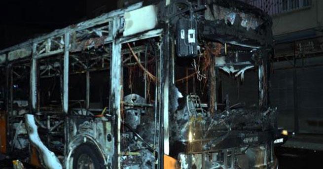 PKK yandaşları otobüs yaktı!