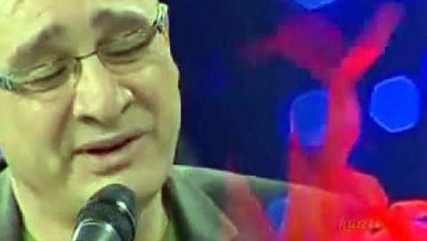 Sahnede fenalaşan halk müziği sanatçısı öldü